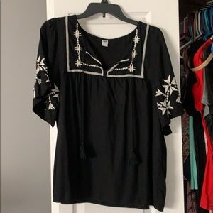 Black and white embroidered short sleeve blouse